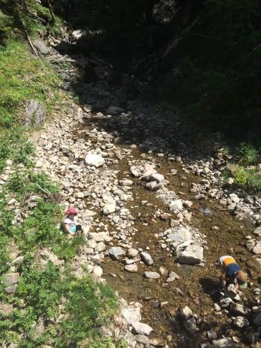 Weitere Reiseverzögerung aufgrund akuter Staudammbaumaßnahmen.