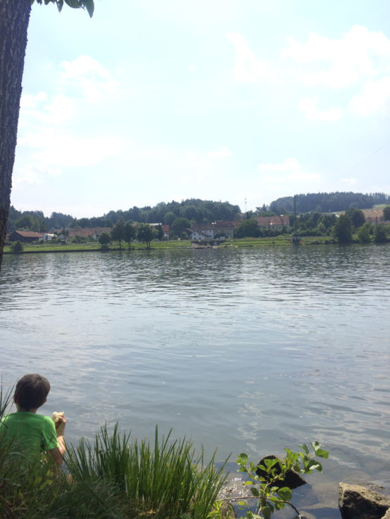 Pause mit Blick ans andere Ufer.