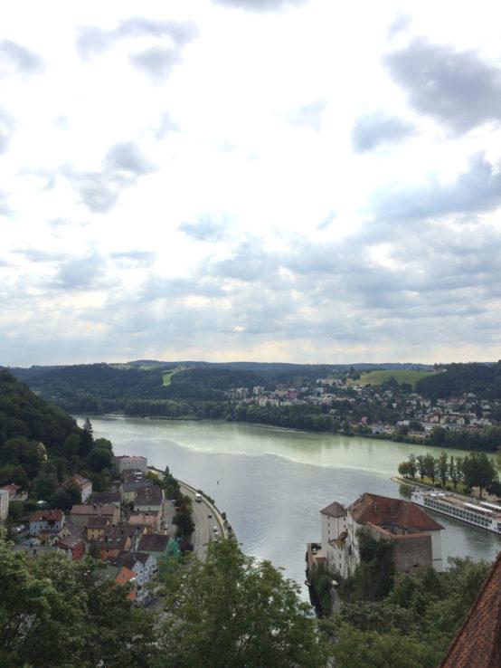 … und der Blick auf die Flüsse Donau, Ilz und Inn, die hier aufeinander treffen.