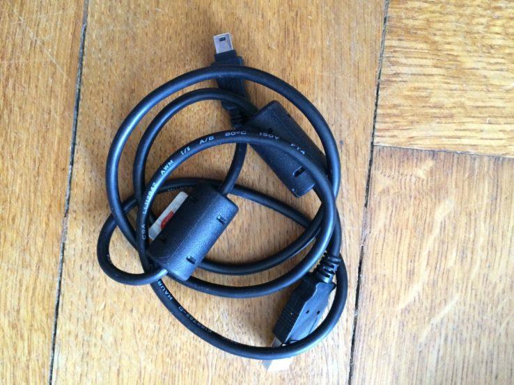 USB Kabel. Das dicke USB auf das kleine USB.